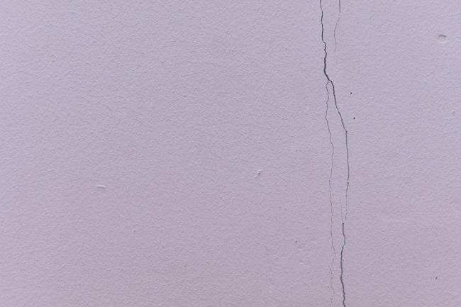 Kleine scheurtjes repareren door overschilderen