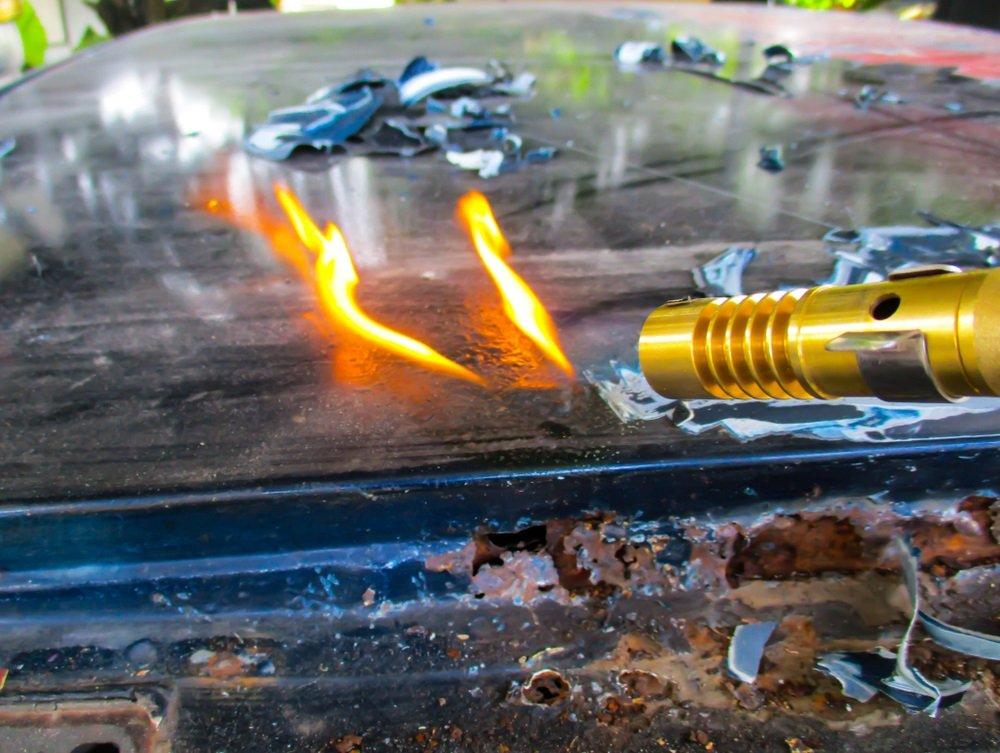 Verf verwijderen met behulp van een verfbrander