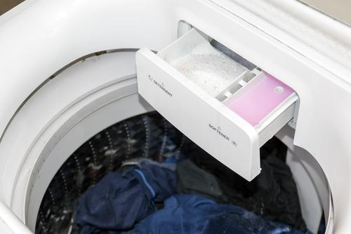 Wasverzachter om kwasten mee schoon te maken