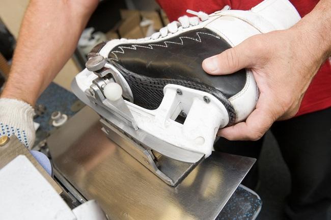 2. Slijp de schaatsen grof