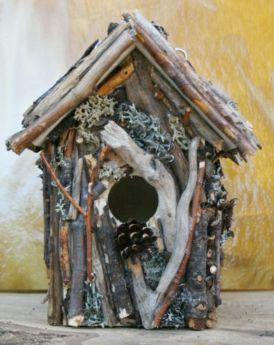 Gecamoufleerd vogelhuisje