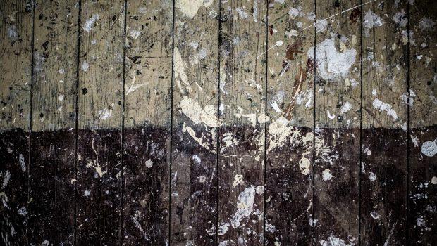 verf van hout verwijderen