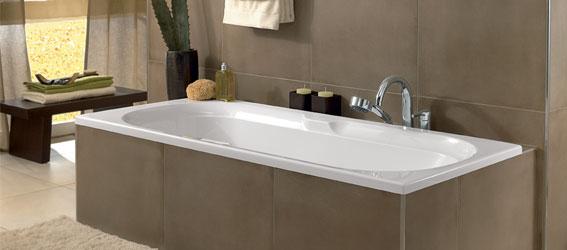 Ingebouwd bad met grote tegel