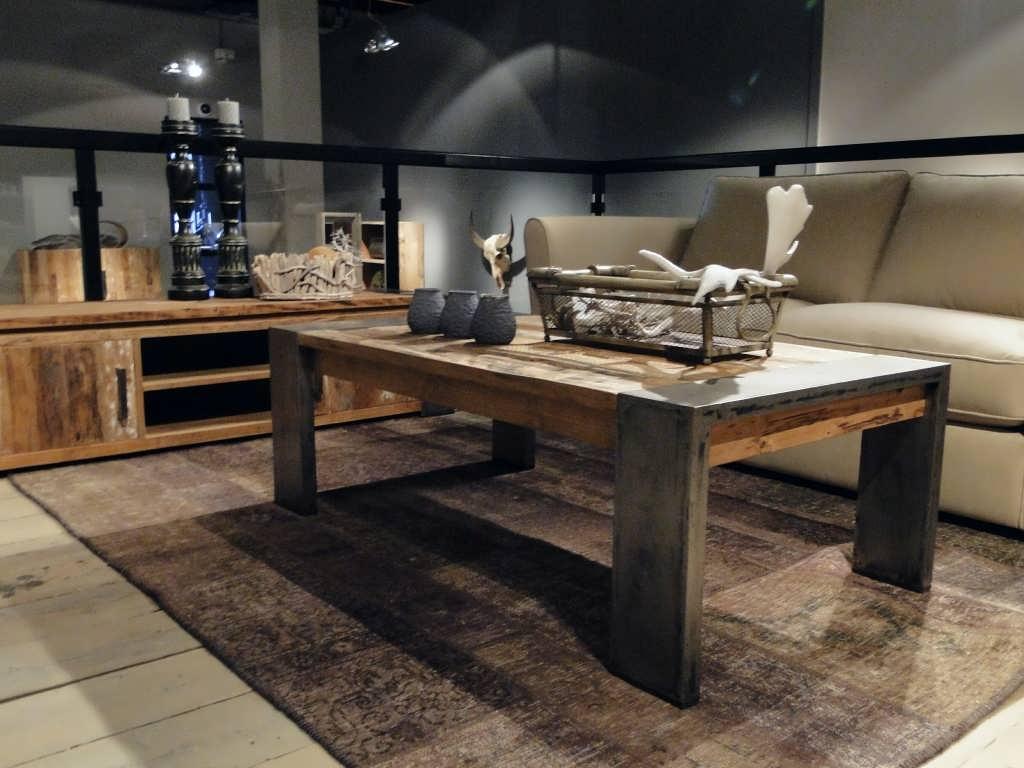 Stoere houten salontafels 5 bijzondere voorbeelden bouwsuper - Houten keuken en metaal ...