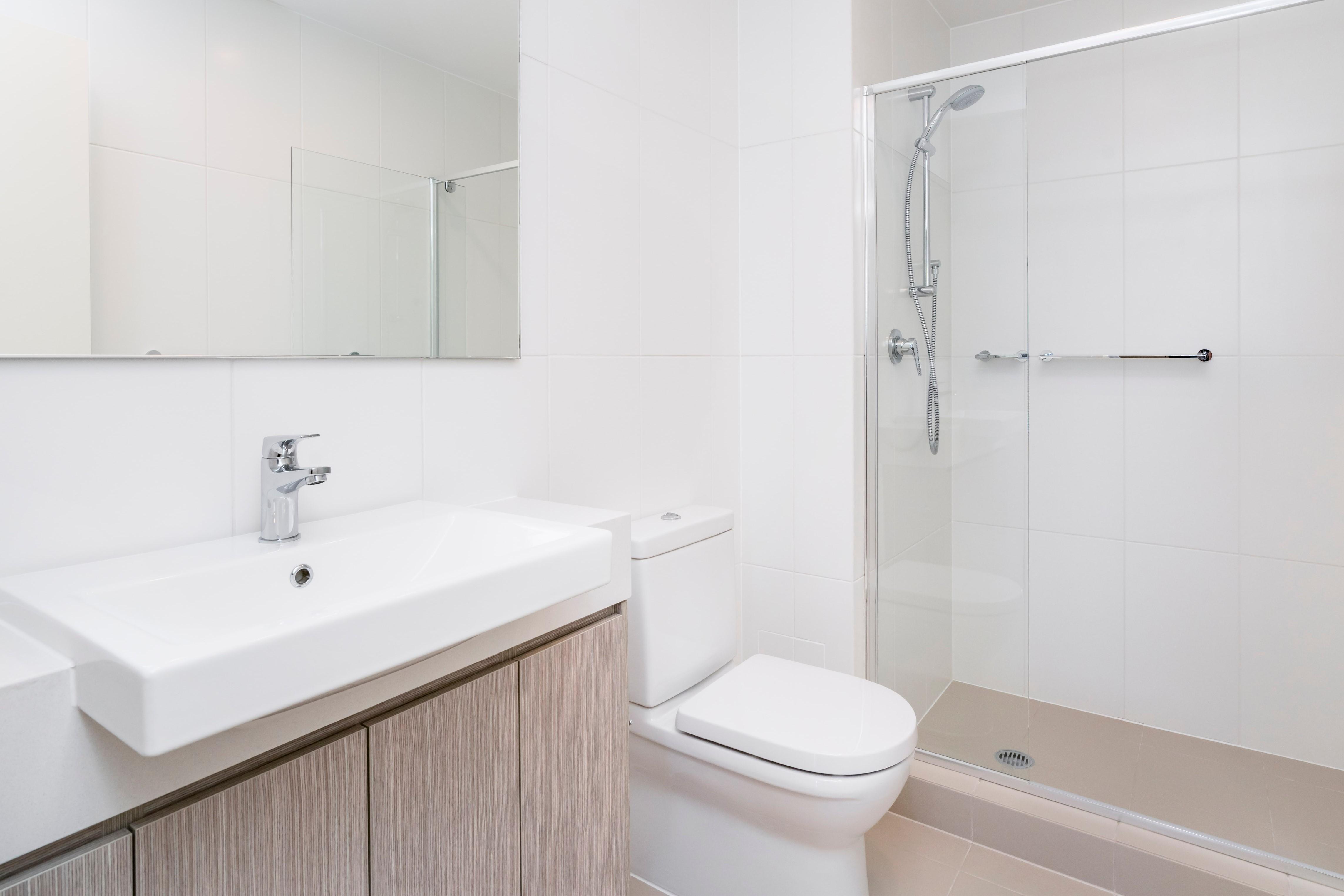 Hele Kleine Badkamer : Zo laat je een kleine badkamer groter lijken bouwsuper