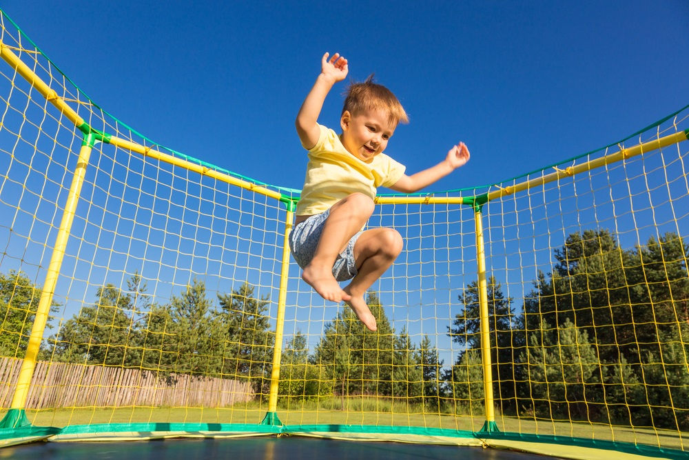 Trampoline ingraven heeft voordelen en nadelen ten opzichte van een losstaande trampoline