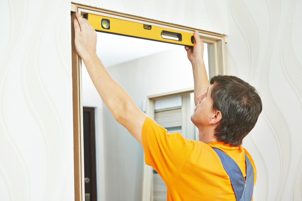 Je moet secuur de maat meten als je een deur wilt afhangen