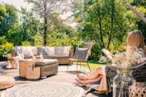 Een rond terrastapijt geeft een speels effect in je tuin