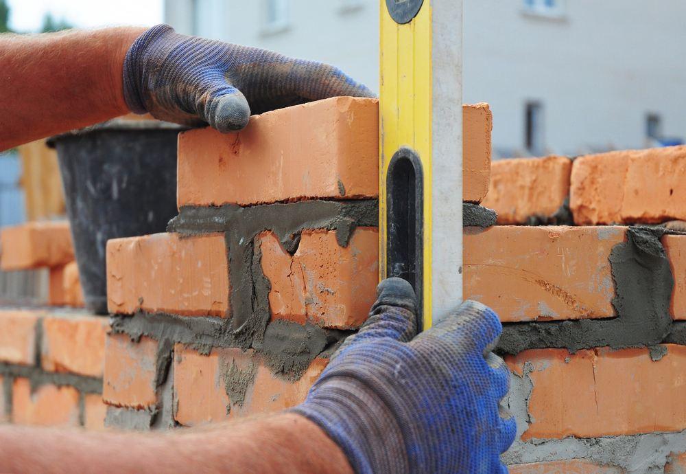 Een waterpas gebruik je met het metselen van een muur