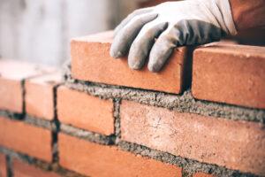 Wat heb je allemaal nodig bij het metselen van een muur