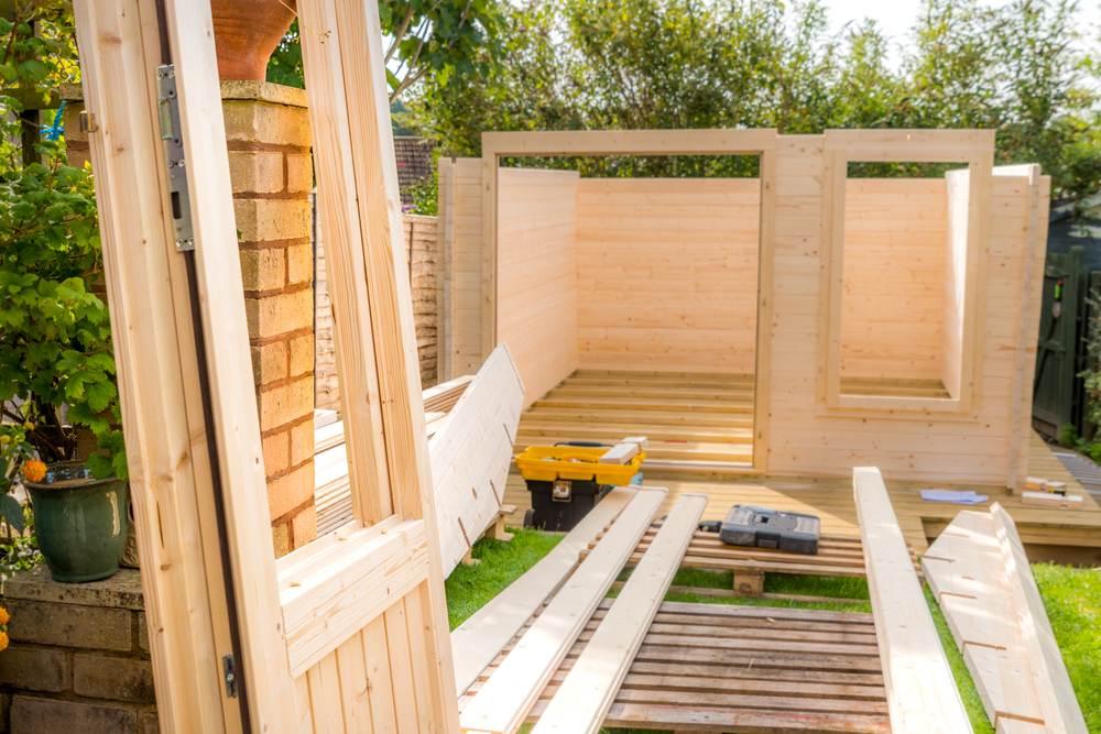 Tuinhuis maak je heel eenvoudig zelf met dit stappenplan