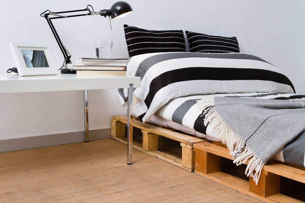 Klusjes van hout; een bed maken van pallets